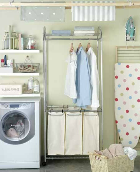 Laundry organizing systems