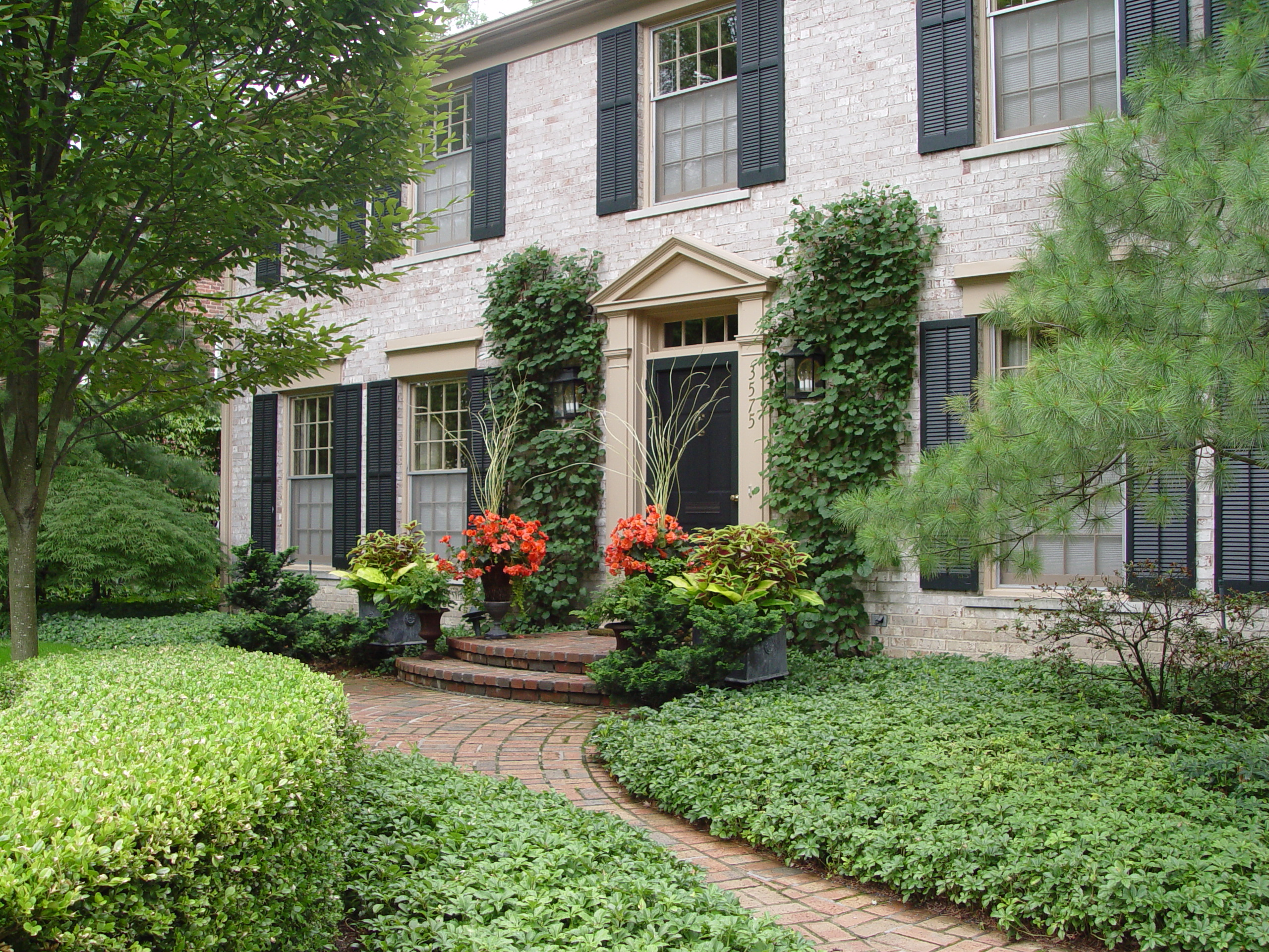 This house has beautiful curb appeal.