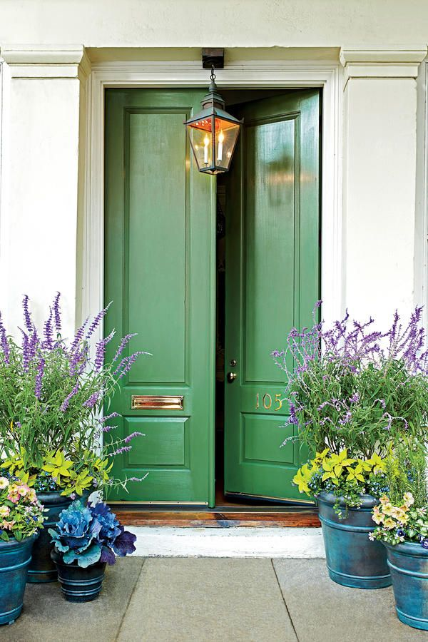 Feng shui front door. Sell a house.