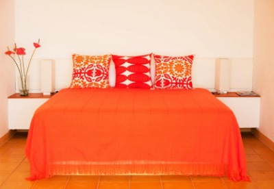An analogous color scheme bedroom