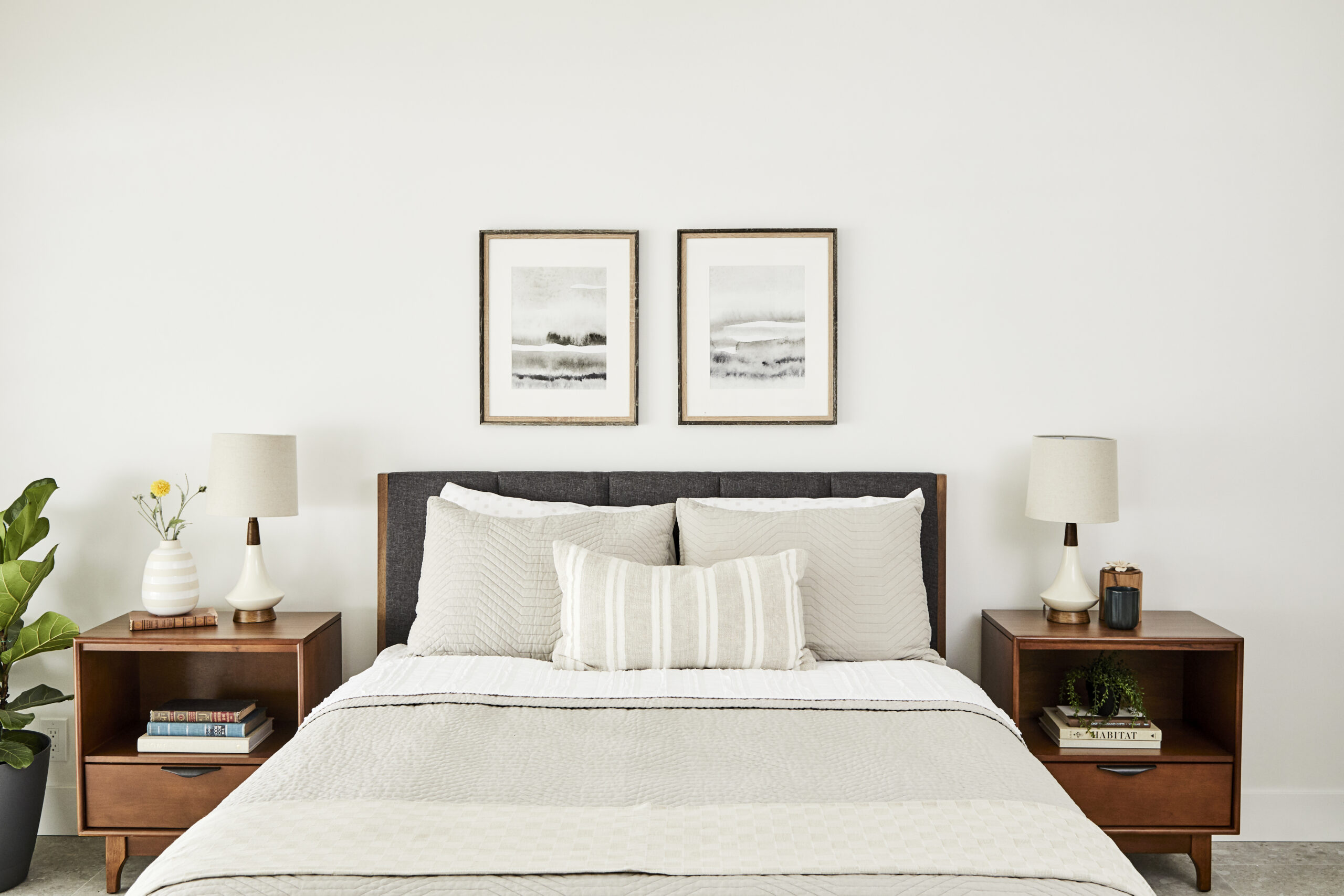 Neutral colored bedroom. Socalhomebuyers.com.