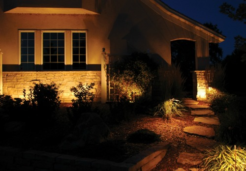 Wash lighting in outdoor landscape design