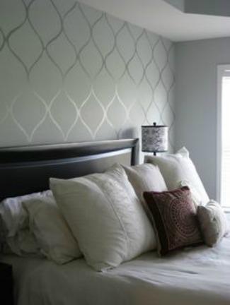Vertical patterned wallpaper